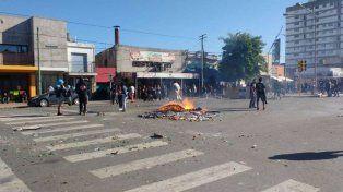 Incendios intencionales, saqueos y enfrentamientos con la Policía en Olavarría