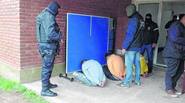 banda de los cerrajeros. Miembros de un grupo mixto de rosarinos y bonaerenses apresados en julio pasado. Atormentaban a sus víctimas.