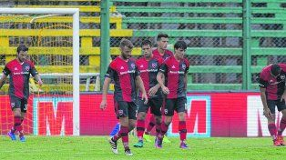 Golpe de nocaut. Los jugadores leprosos no tuvieron respuestas luego del gol de Defensa y Justicia.
