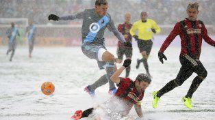 El equipo del Tata jugó bajo una intensa nevada.