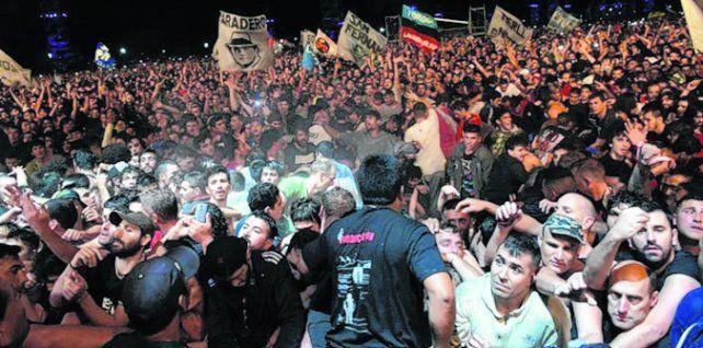 Ricoteros. Los seguidores del Indio Solari desbordaron La Colmena.