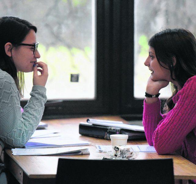 becas. Estas ayudas buscan mantener a los estudiantes dentro de la facultad.