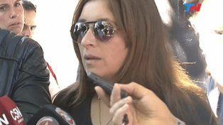 dolor. María José habló con los periodistas ayer luego de enterrar a su marido.
