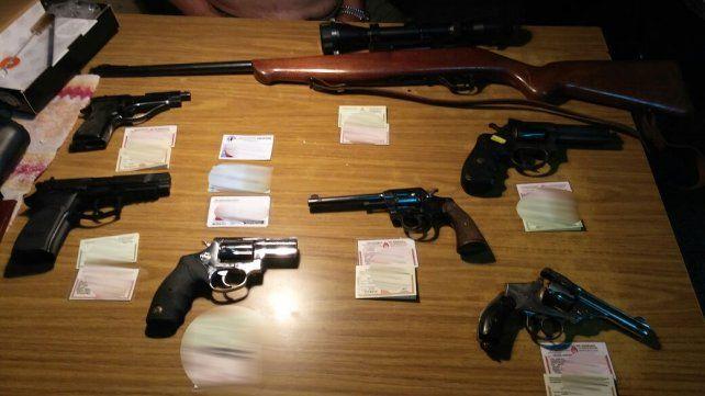 Las armas incautadas en una vivienda de la zona norte.