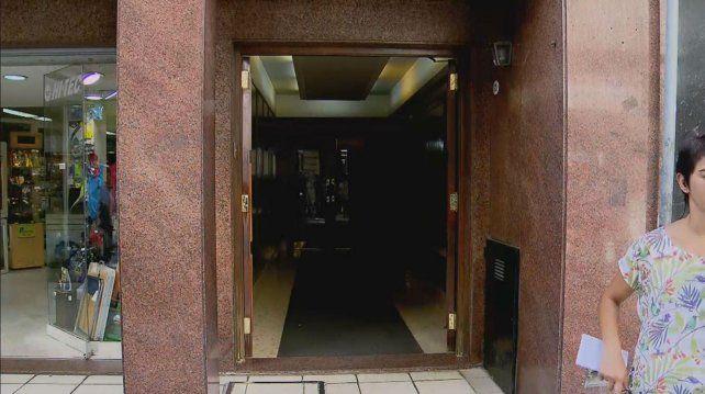 La puerta de la productora En Vivo SA de Lavalle 421