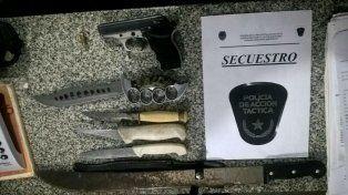 Puñales y un arma de fuego