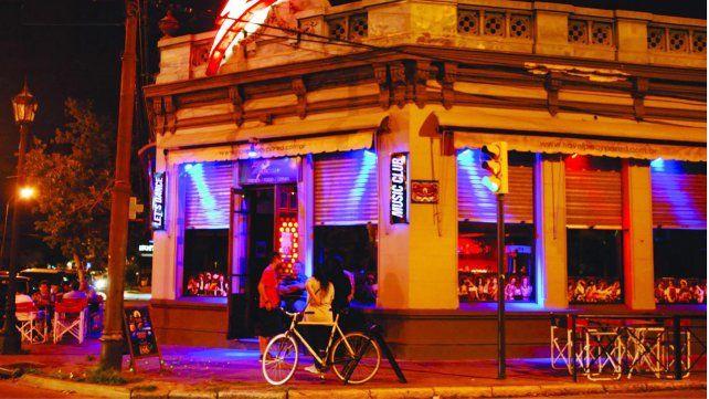 El bar temático Lets Dance.