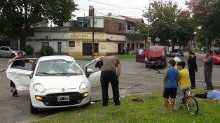 El accidente se produjo en la intersección de las avenidas Arijón y Bermúdez. (Foto vía Twitter:@mddvalle)