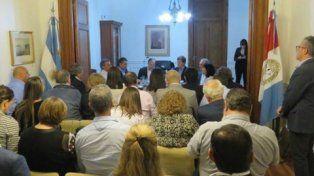 Dos horas de sufrimiento para Jukic. Hubo una inusual cantidad de legisladores en la Sala de Presidencia.