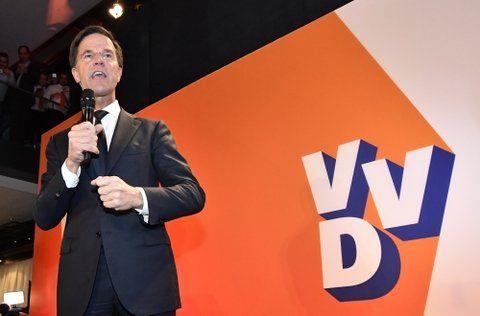 Exultante. El primer ministro Rutte celebró el resultado con una frase singular: Paramos al populismo erróneo