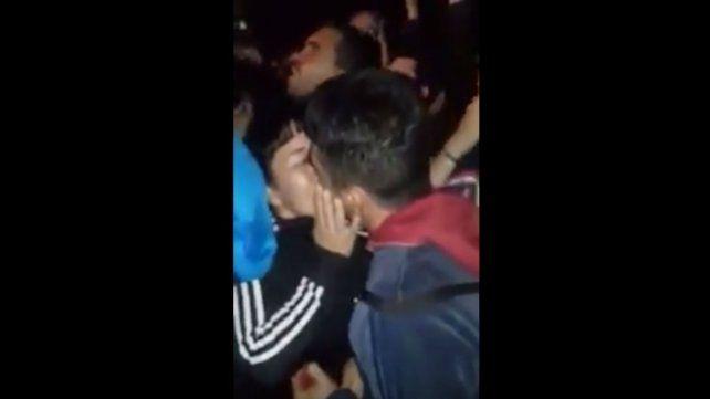 Le propuso casamiento a su novia en medio del recital del Indio en Olavarría