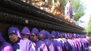 La colorida procesión de Semana Santa en Antigua Guatemala