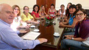 Lifschitz se reunió en enero con la mesa de Mujeres por la Paridady firmó su compromiso de impulsar la ley.