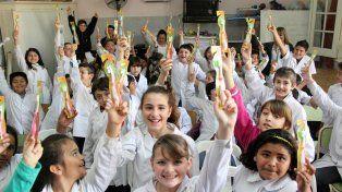 Dientes sanos. El equipo de odontólogos visitan las escuelas de la ciudad.
