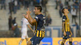 La celebración de Camacho tras el gol del triunfo en Quilmes.
