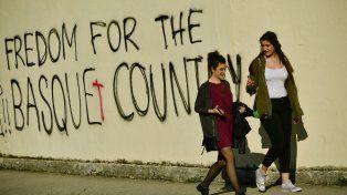 Oferta. Graffitis pidiendo la libertad de País Vasco, en Burlada.