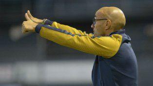 Todo OK. El técnico asiente con los dedos el rendimiento de su equipo en el sur del Gran Buenos Aires.