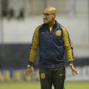 Paolo Montero enfrentará una semana compleja en torno al armado del equipo de cara a Tigre.