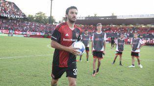 El dueño de la pelota. Scocco, que viene de hacer tres goles, esta noche será titular en Paraná.