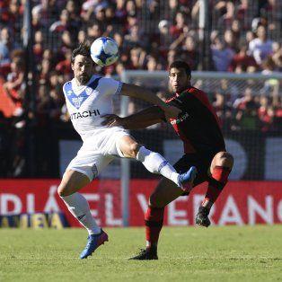 El duelo. Domínguez volvió a jugar de arranque en el Coloso y anuló a Pavone.