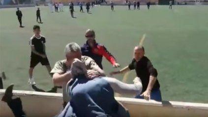 Batalla campal entre padres en un partido del fútbol juvenil