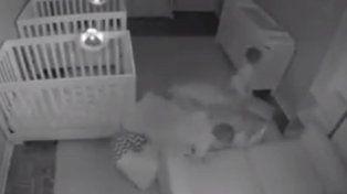 Una cámara oculta descubre la fiesta de dos hermanos mellizos cuando los padres se van