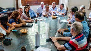 La reunión se desarrolló en Santa Fe entre los intendentes y presidentes de comunas y los representantes de los municipales.