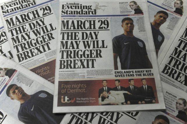 Divorcio. El anuncio en la prensa británica de la activación del Brexit.
