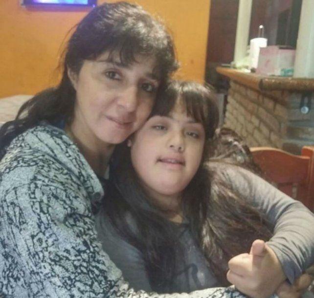 Gabriela Torres con Paulina que ya tiene 15 años.