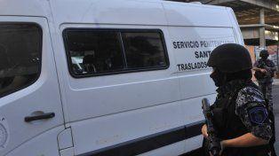 Atacan a tiros al vehículo que trasladaba a los acusados por el crimen del Pájaro Cantero