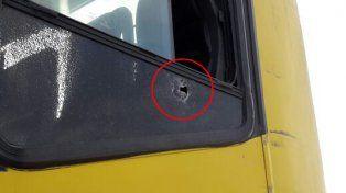 La bala ingresó en la zona trasera del colectivo en el marco del ataque a la camioneta policial.