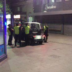 El operativo anti manteros se puso en marcha esta noche en el centro de la ciudad.