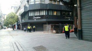 Cerca de las 7 de hoy, en Córdoba y Sarmiento hay una discreta vigilancia policial.