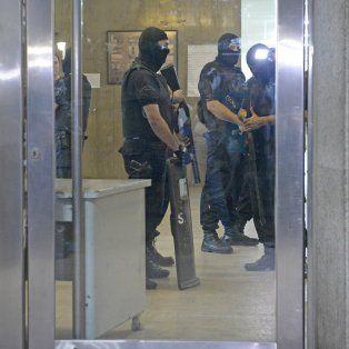 Anoche se desplegó un fuerte operativo en el Eva Perón mientras operaban a Muñoz. Luego Bassi y Damario fueron trasladados a Coronda.