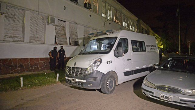 El vehículo del Servicio Penitenciario atacado ayer a la tarde.