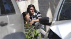 Claudio Cantero consuela a su hermana el día que mataron a su cuñado Martín Paz.