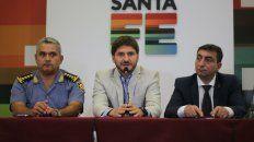 Pullaro esta mañana junto a los comisarios Amaya y Corbellini, en conferencia de prensa.