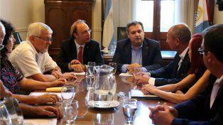 El ministro de Gobierno, Pablo Farías, se reunió esta mañana con los representantes de los gremios estatales.