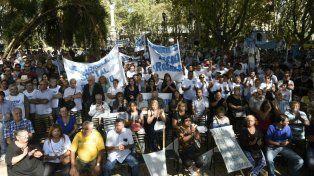 Los manifestantes colmaban la plaza 25 de Mayo.