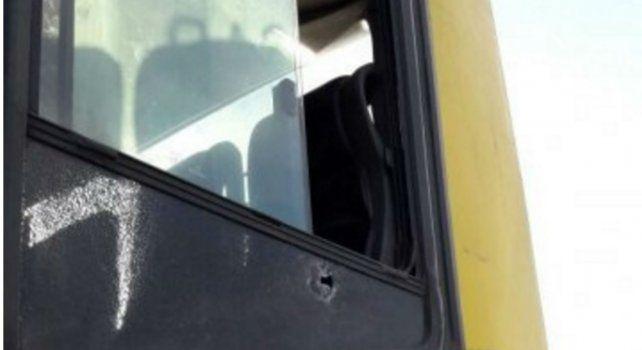 En la parte trasera izquierda del ómnibus del Expreso Andino se aprecia el impacto de bala que hirió a Alejandro P.