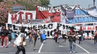 bronca. Las manifestaciones de los movimientos sociales se multiplicaron por la grave situación económica.