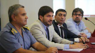 El ministro Pullaro junto a los jefes de policía, PDI y SP.