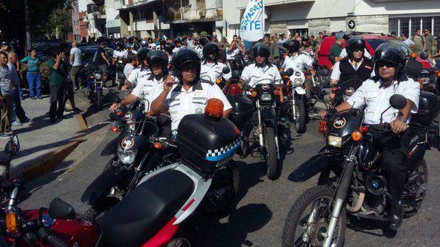 Durante la marcha de ayer se utilizaron vehículos oficiales.