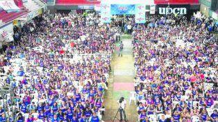 nutrida. La masiva asamblea de UPCN, en el club Unión de Santa Fe.