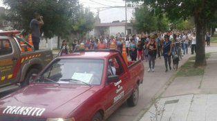 Silencio. La población de Zavalla marchó calladamente para mostrar su dolor y su necesidad de justicia.