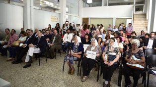 Integrantes de Madres de Plaza de Mayo durante el acto donde se anunció la digitalización de los documentos del Archivo Provincial de la Memoria.