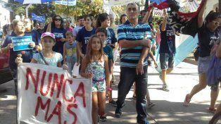 Hombres, mujeres y niños participaron activamente de la marcha en Funes.