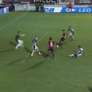 Amoroso tuvo el gol en el final pero el arquero Bértoli le ganó la pulseada.