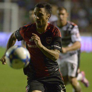 Nacho se lleva el balón. Scocco fue la figura de la lepra, no solo por el gol sino porque en ofensiva fue el jugador más claro.