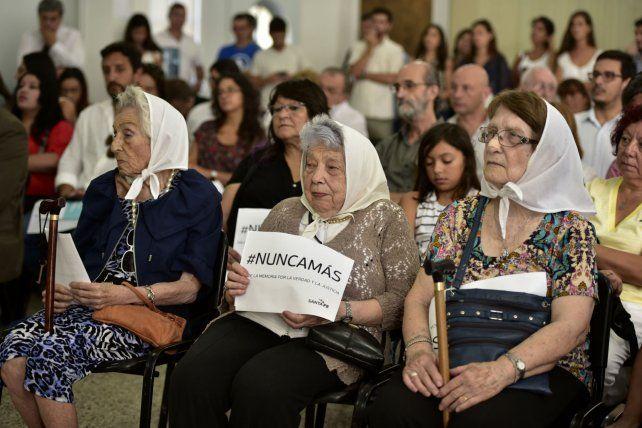 Pañuelos. Las Madres de Plaza de Mayo de Rosario